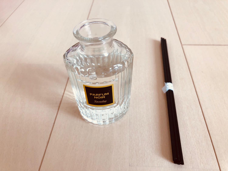 サワデー香るスティックの液を瓶に入れたところ