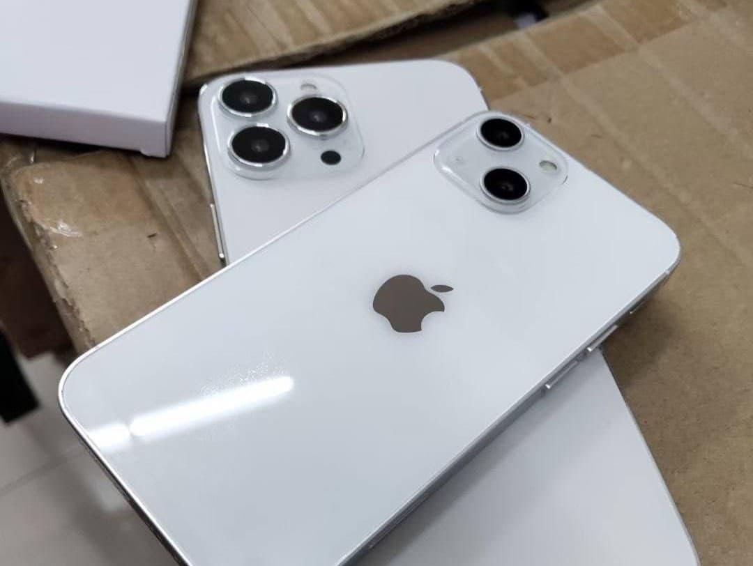 iPhone 13 ダミーモデル画像